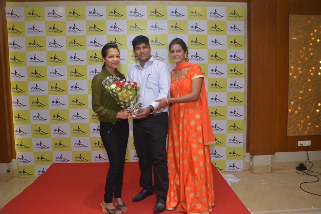 Marketing-Keeda-Aditi-Shroff-Rajesh-Salian-Dipali-Founder-Client-Award