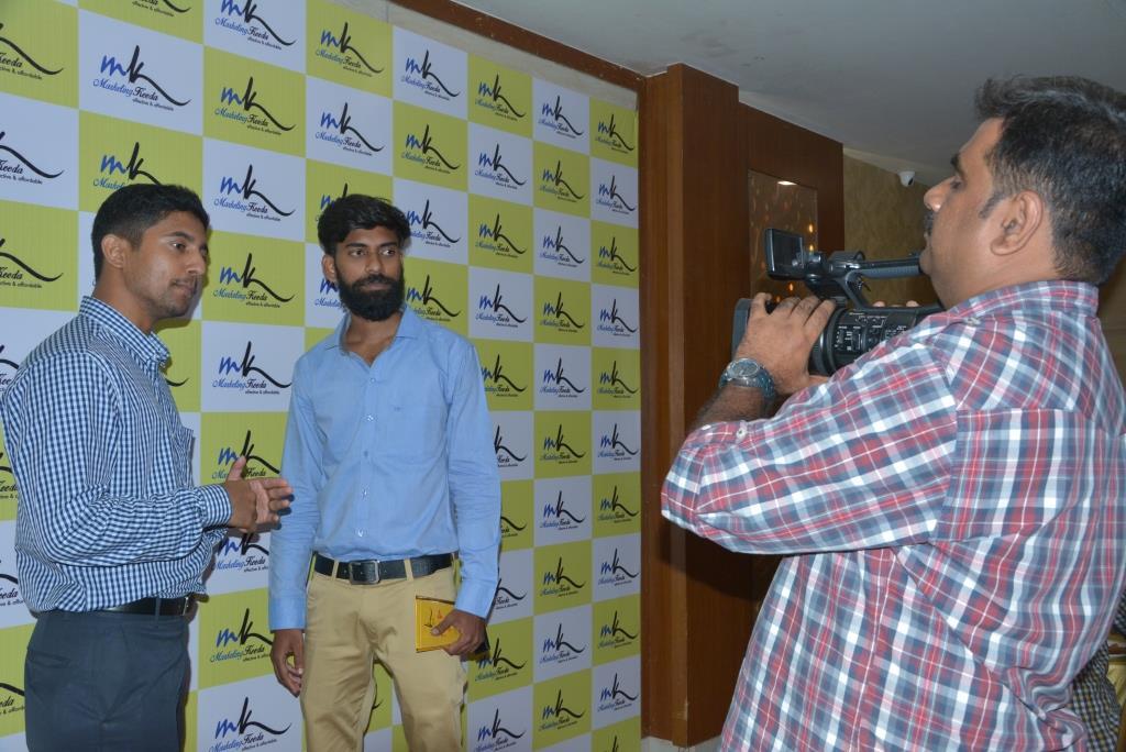Marketing-Keeda-Deepak-VSERVE-solutions-appreciation-award