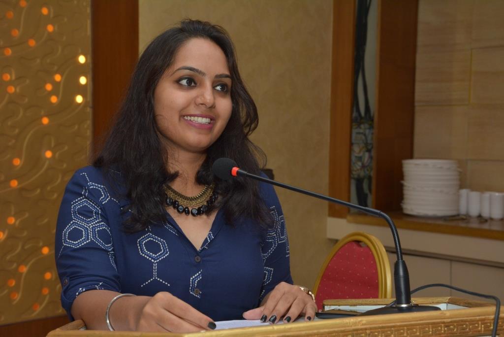 Marketing-Keeda-Rupali-Singh-Hosting-Appreciation-Awards